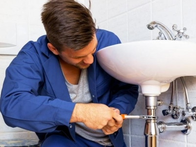 one of worcester plumbers fixing a sink